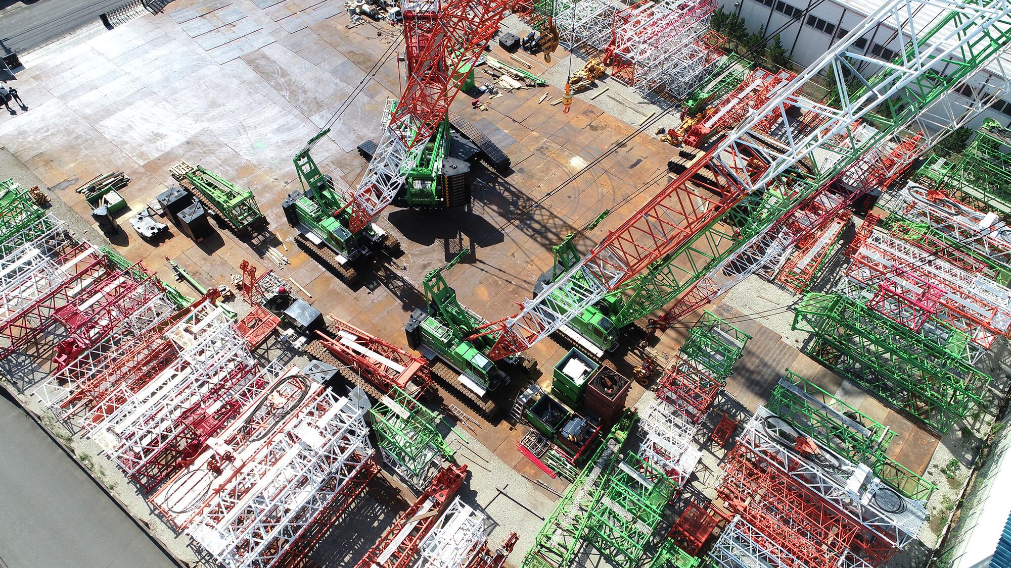 市原重機建設のクローラークレーンや資材置き場の空撮写真